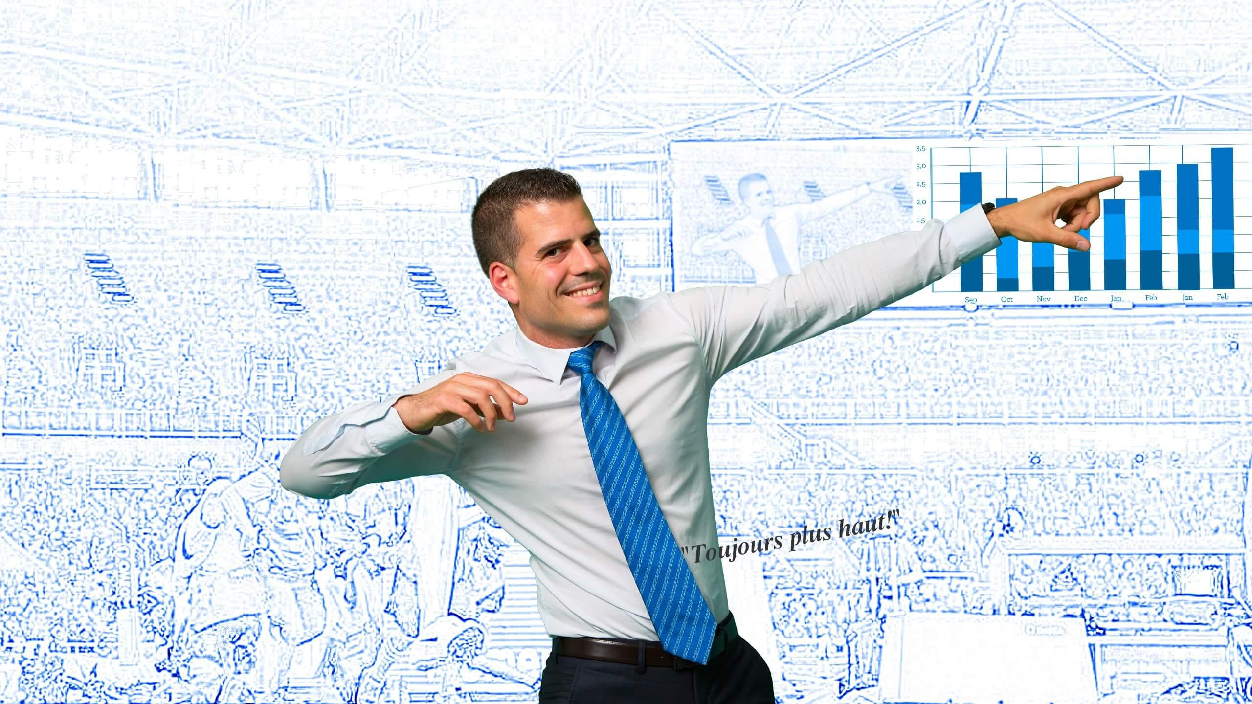 Ingnéieur gestion de projet faisant le signe de la victoire et montrant l'augmentation du CA